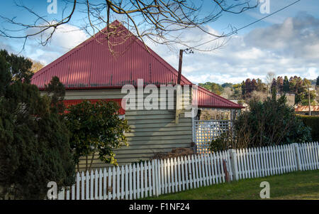 A small timber cottage in a country town in Berrima, NSW, Australia - Stock Photo