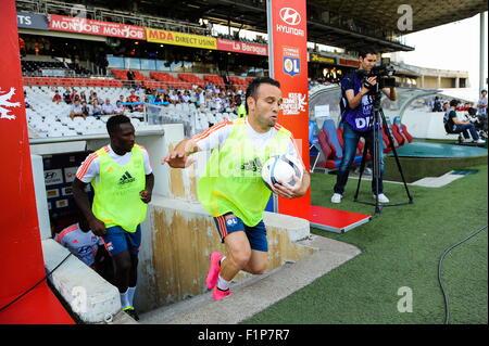 Premiere Entree de Mathieu VALBUENA au Stade Gerland en trebuchant - 22.08.2015 - Lyon/Rennes - 3eme journee de - Stock Photo