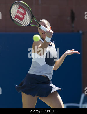 Flushing Meadow, NY, USA. 5th Sep, 2015. NEW YORK-SEPTEMBER 05: Flavia Pennetta (ITA) in action here, defeats Petra - Stock Photo