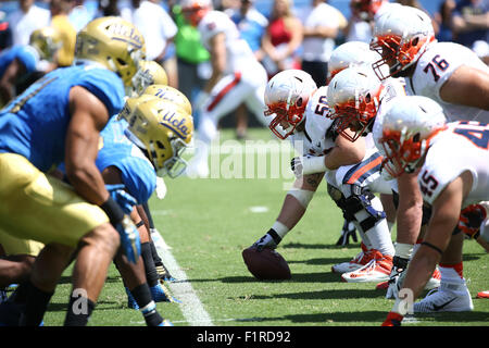 Pasadena, CA. 5th Sep, 2015. Both teams before snap at the line of scrimmage in the game between the Virginia Cavaliers - Stock Photo