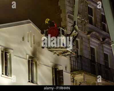 London, UK. 06 September, 2015. 35 Firefighters tackling a fire at the Lyceum Tavern on the Strand. Six fire engines - Stock Photo