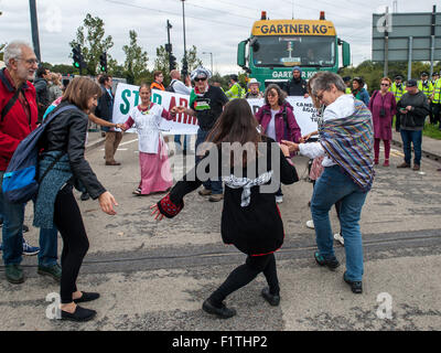 London, UK. 7th September, 2015. Activists block the delivery of a military vehicle during a protest against the - Stock Photo
