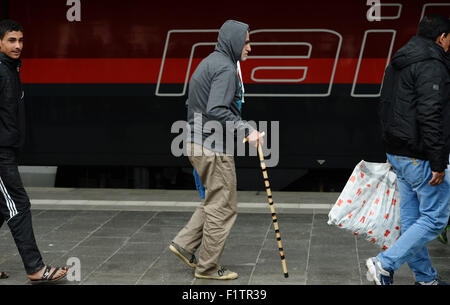 Munich, Germany. 07th Sep, 2015. Refugees including an elderly man with a cane walk along a platform upon their - Stock Photo