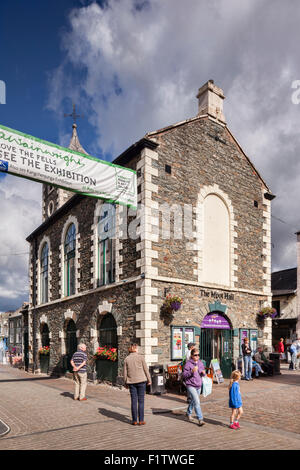 The Moot Hall, housing the Information Centre, in Keswick, Cumbria, UK - Stock Photo