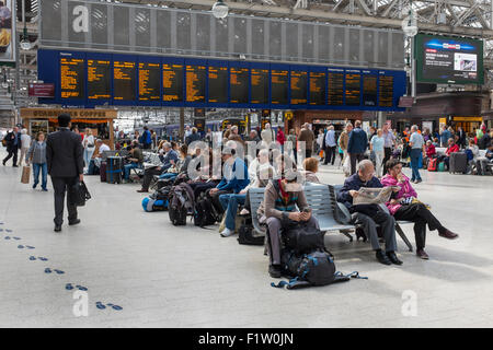 Main platform concourse of Glasgow Central Railway station, Glasgow, Scotland, UK - Stock Photo
