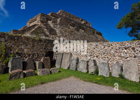 ZAPOTEC STELAE of royalty in front of the BUILDING OF THE DANCERS (Edificio de los Danzantes) in the GRAND PLAZA - Stock Photo