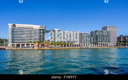 Australia, NSW, Sydney, view of East Circular Quay on Sydney Cove with colonaded shops and restaurants - Stock Photo