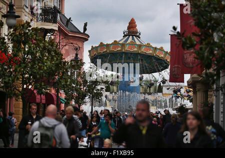 Bruehl, Germany. 04th Sep, 2015. Visitors stroll through the Phantasialand theme park in Bruehl, Germany, 04 September - Stock Photo