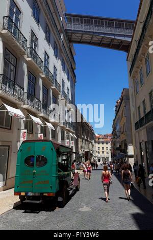 Portugal, Lisbon, Baixa, rua di Carmo, access footbridge to Elevador de Santa Justa - Stock Photo