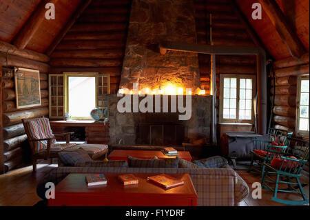 Cottage,Canada,Quebec,Log Cabin,Lac Des Neiges - Stock Photo