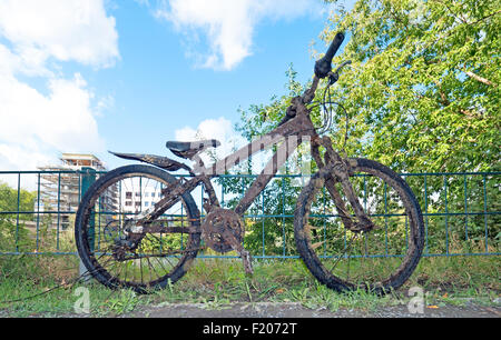 schlammiges Fahrrad - Stock Photo