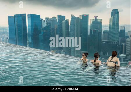 Singapore, Marina Bay, swimming-pool on the rooftop of Marina Bay Sands, luxuary hotel opened in 2010 - Stock Photo