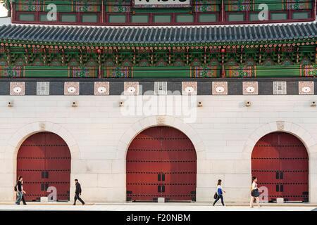 South Korea, Seoul, Jongno-gu, Gwanghwamun Gate Gwanghwa (14th century but rebuilt in the mid-20th century) Gyeongbokgung - Stock Photo
