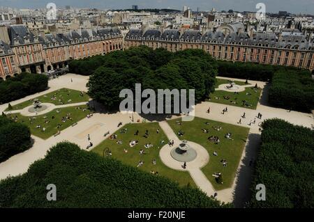 France, Paris, Place des Vosges, The former royal place of Paris, renamed Place des Vosges in 1800, was designed - Stock Photo