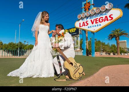 United States, Nevada, the Strip, Las Vegas sign on Las Vegas Boulevard, newly wed with Elvis Presley - Stock Photo