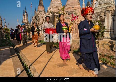 Myanmar (Burma), Shan state, Pao's tribe, Kakku, pilgrims with offerings during Kakku's pagoda festival organised - Stock Photo