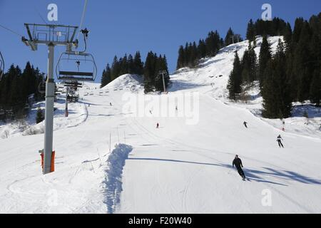France, Haute-Savoie, Megeve in winter, skiing on the Rochebrune pistes - Stock Photo