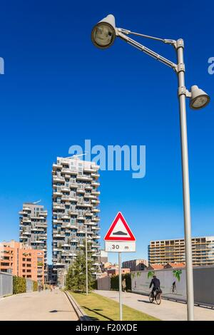 Italy, Lombardy, Milan, Porta Nuova Garibaldi district 2009-2015), titled towers Bosco Verticale (Vertical Forest) - Stock Photo