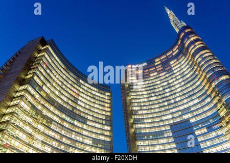 Italy, Lombardy, Milan, Porta Nuova Garibaldi district (2009-2015), Piazza Gae Aulenti, the Unicredit Tower designed - Stock Photo