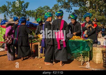 Myanmar (Burma), Shan state, Pao's tribe, Kakku, market during Kakku's pagoda festival organised for the full moon - Stock Photo