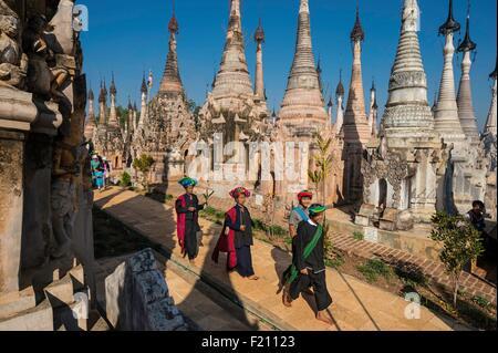 Myanmar (Burma), Shan state, Pao's tribe, Kakku, pilgrim during Kakku's pagoda festival organised for the full moon - Stock Photo