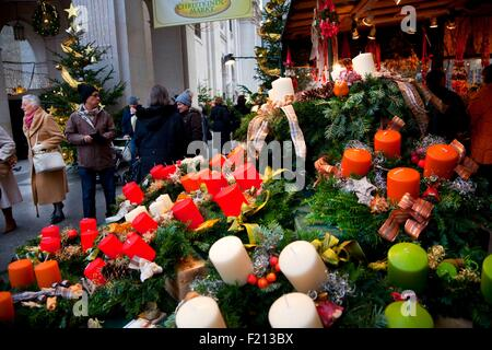 Austria, Salzburg, Christmas, Christmas market in Residenzplatz - Stock Photo
