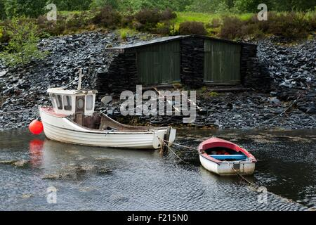 United Kingdom, Scotland, Highland, Ballachulish, Loch Leven, fishing boat and row boat, Stone hut - Stock Photo