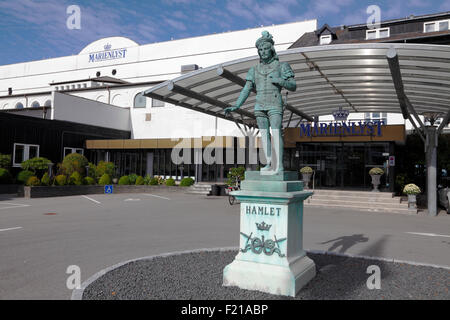 Hamlet statue in front of the Marienlyst Hotel. In bronze on a pedestal of white marble,  executed by sculptor Nielsine - Stock Photo