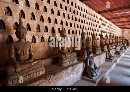 Laos, Vientiane, Wat Si Saket, Seated Buddhas and small Buddhas in niches. - Stock Photo