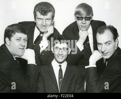 FREDDIE AND THE DREAMERS Promotional photo of UK pop group about  1965. From left: Pete Birrell, Bernie Dwyer, Freddie - Stock Photo