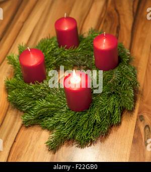adventskranz mit einer leuchtenden kerze stock photo. Black Bedroom Furniture Sets. Home Design Ideas