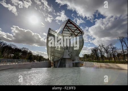 The modern architecture of Louis Vuitton Foundation by Frank Gehry, Paris, France Stock Photo