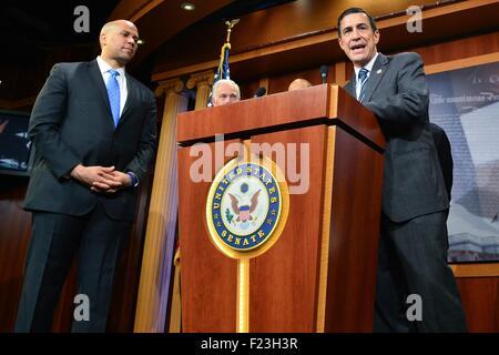 Washington DC, USA. 10th September, 2015. U.S. Congressmen Rep. Darrell Issa joins a bipartisan group of legislators - Stock Photo