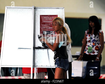 Singapore. 11th Sep, 2015. A Singaporean votes at a polling station at Singapore's Toa Payoh Sept. 11, 2015. Singaporeans - Stock Photo