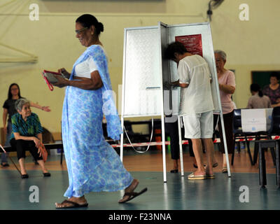 Singapore. 11th Sep, 2015. Singaporeans vote at a polling station at Singapore's Toa Payoh Sept. 11, 2015. Singaporeans - Stock Photo