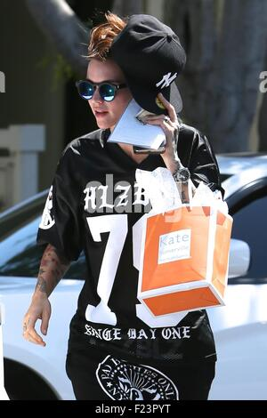 Ruby rose leaves orange is the new black