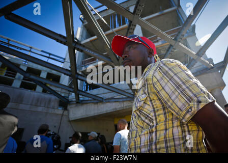 Vancouver, Canada. 10th Sep, 2015. A Canada's refugee immigrant watches the construction site of the new refugees - Stock Photo