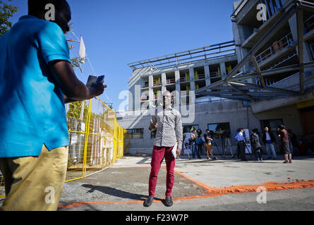 Vancouver, Canada. 10th Sep, 2015. Canada's refugee immigrants take pictures in front of a new refugees facility - Stock Photo