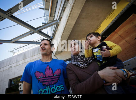 Vancouver, Canada. 10th Sep, 2015. A refugee family from Syria reacts at a new refugees facility under construction - Stock Photo