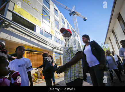 Vancouver, Canada. 10th Sep, 2015. Canada's refugee immigrants gather at the new refugees facility under construction - Stock Photo