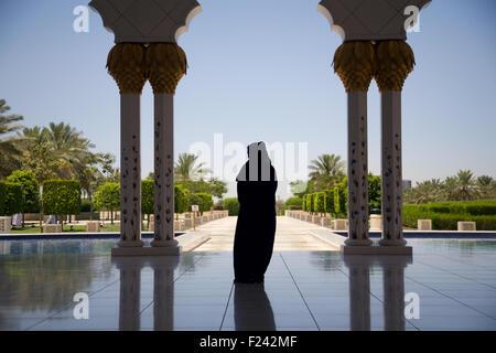 Emirati woman in a mosque in Abu Dhabi - Stock Photo