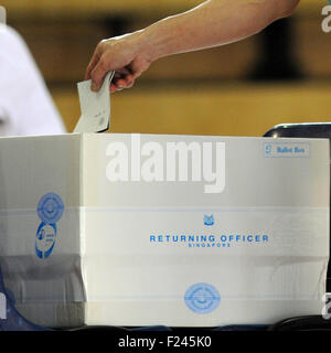 Singapore. 11th Sep, 2015. A Singaporean casts the vote at the Pei Chun Public School polling station in Singapore's - Stock Photo