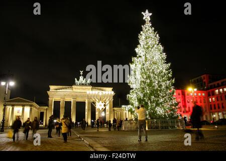 weihnachtsbaum am brandenburger tor berlin deutschland. Black Bedroom Furniture Sets. Home Design Ideas