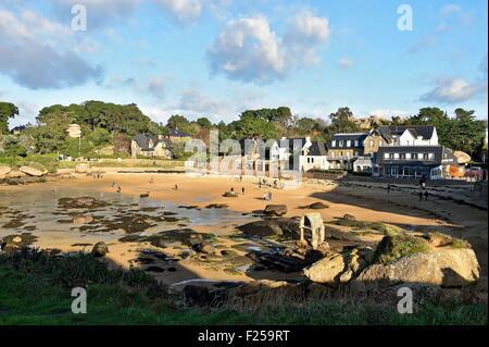 France, Cotes d'Armor, Cote de Granit Rose (Pink Granite Coast), Perros-Guirec, Ploumanac'h, the oratory of Saint - Stock Photo