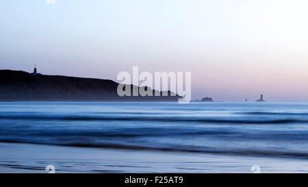 France, Finistere, Cap Sizun, the Pointe du Raz seen by the beach of the bay of the Dead men - Stock Photo