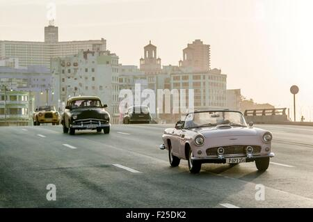 Cuba, Havana, Malecon, traffic in Habana Centro district - Stock Photo