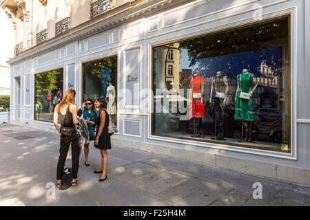 paris france woman window shopping at french department store le stock photo royalty free. Black Bedroom Furniture Sets. Home Design Ideas