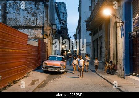 Cuba, Havana, Habana Vieja district listed as World Heritage by UNESCO, Obispo Street at night - Stock Photo