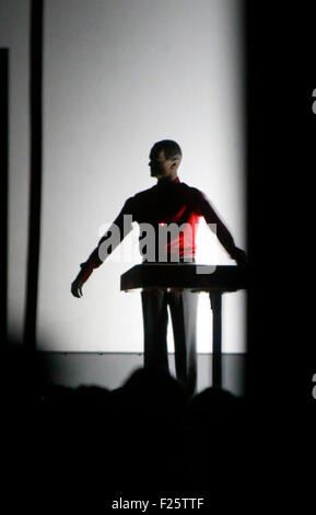 Roboter (nach Ralf Huetter) - Konzert der Band 'Kraftwerk', Neue Nationalgalerie, 10. Januar 2015, Berlin. - Stock Photo