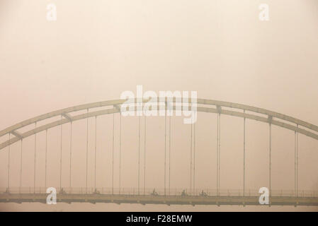 Pekanbaru, Indonesia. 14th Sep, 2015. People ride motorcycles on a bridge in haze at Pekanbaru in Riau, Indonesia, - Stock Photo
